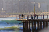 Surfing Summer Waves Pier Spectators — Stock Photo