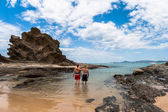 Family Holiday Beach Waters Rocky Headland Landscape — Stock Photo