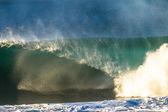 Ocean Wave Crashing Spitting Spray — Stock Photo