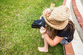 Girl Film Camera Hat Vintage — Stock Photo