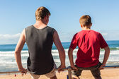 Teen Boys Sitting Beach Ocean — Stock Photo