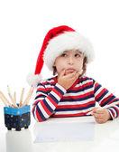 Chłopczyk pisze list do santa — Zdjęcie stockowe