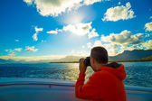 Traveler on a boat in the Indian Ocean near the coast of Mauriti — Stock Photo