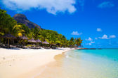 White sandy beach with umbrellas Mauritius — Stock Photo