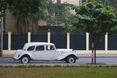 Vintage car on the street — Foto de Stock