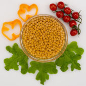 Chickpeas, tomatoes and lettuce — Stock Photo