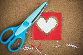 Cut the heart-shaped paper for decorating in the Valentine's day. — Stock Photo