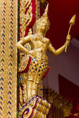 Thai art of god sculpture at the Bhuddist temple — 图库照片