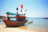 Thai wooden boat for fishing at the beach — Stock Photo