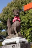 Fox sculture in Fushimi Inari Taisha Shrine — Stock Photo