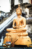 Ancient little Buddha statue at Wat Phra Yuen  in Lamphun — Stockfoto