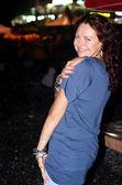 Gece portre genç güzel kadın. — Stok fotoğraf