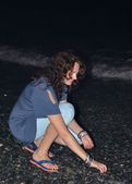 Night portrait of young beautiful girl on the sea coast . — Photo