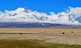 Himalayas. View from the Tibetan plateau. — Stock Photo