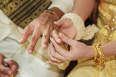 Thai bride wearing wedding ring for her groom hand — ストック写真