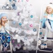 Little girls with Christmas tree — Stock fotografie