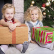 Little girls with Christmas gifts — Lizenzfreies Foto
