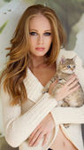 Beautiful girl with little kitty — Stock Photo