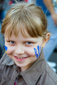 Ukrainian trident on the cheek of small girl — Stock Photo