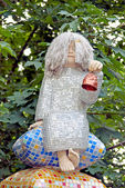 Sculpture of a child sitting on pillow pyramid — ストック写真