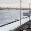 The icy Dnieper riverbed and Kiev embankment — Stock Photo