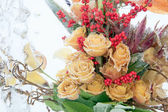 Frozen bouquet of yellow roses — Stockfoto
