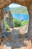 The sea view from the ruined arch of St. Nicholas church — Stock Photo