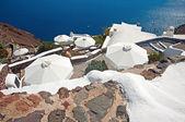 Umbrellas on the descent in Oia, Santorini, Greece — Stock Photo
