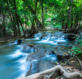 Huay Mae Kamin Waterfall in green forest, Kanchanaburi, Thailand — Stock Photo