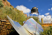 Tea kettle boiling by solar parabolic reflector — Stock Photo
