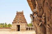 Ancient overgrown ruins of Hampi, Karnataka, India — Stock Photo