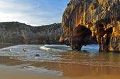 Cuevas del Mar Beach. Llanes. Spain. — Stock Photo