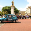 Taxi leaving Buckingham Palace — Stock Photo #39552449