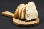 Cutting board and slices of bread — Foto de Stock