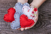 Hearts in children's hands — Foto de Stock