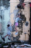 "Street Mural tittle ""A boy play basketball with a women"" — Stock Photo"