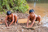 Vang Vieng, Laos - May 14, 2011: Lao Children playing to dig in  — Stock Photo