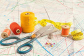 Yellow measuring tape and sewing items — ストック写真