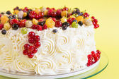 Summer rosette cake with fruits — Stock Photo