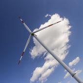 Generatore eolico in cielo — Foto Stock