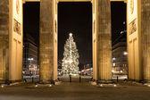 勃兰登堡门和圣诞树 — 图库照片