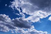Modrá obloha s mraky — Stock fotografie