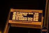 Affichage à la gare routière à berlin — Photo