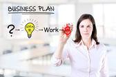 Onun işinde başarılı olmak için bir strateji planı ile iş kadını. office arka plan. — Stok fotoğraf