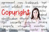 Kvinna skriva copyright affärsidé. Office bakgrund. — Stockfoto