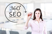 Businesswoman drawing a 360 degrees SEO concept on the virtual screen. Office background. — Φωτογραφία Αρχείου