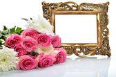 Frame voor gefeliciteerd met de viering, een boeket van bloemen — Stockfoto