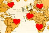 Srdce, peníze a svět mapa — Stock fotografie