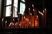 Brinnande ljus i kyrkan — Stockfoto