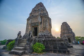 Ruins of old temple Phnom Bakheng in Angkor, Cambodia — Stock Photo